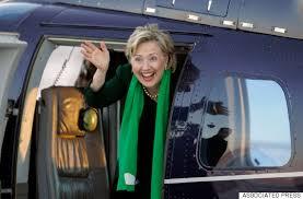 Hillary Clinton à l'arrière du véhicule qui l'emmena le temps de quelques jours de New York en Iowa