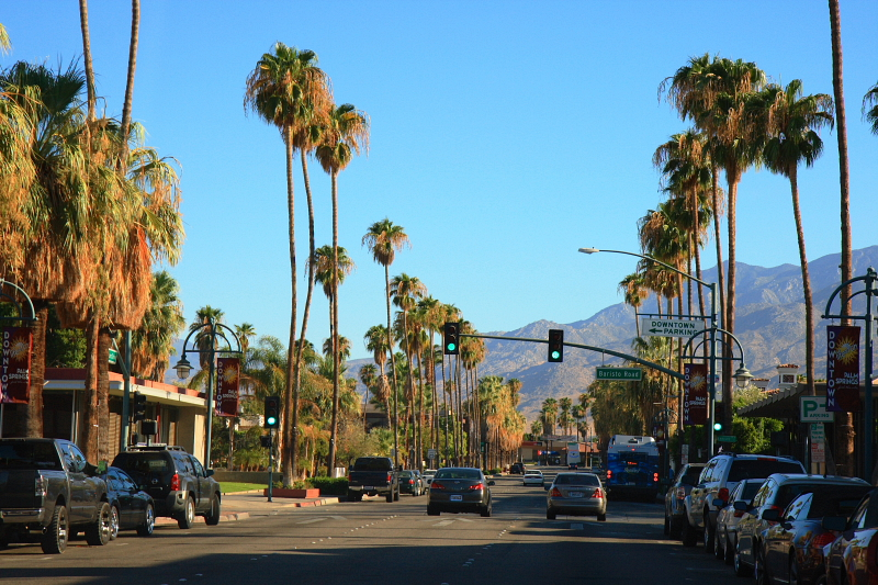 Palm Canyon Drive (California State Route 111) in DPalm Canyon Drive (California State Route 111) in Downtown Palm Springs, California